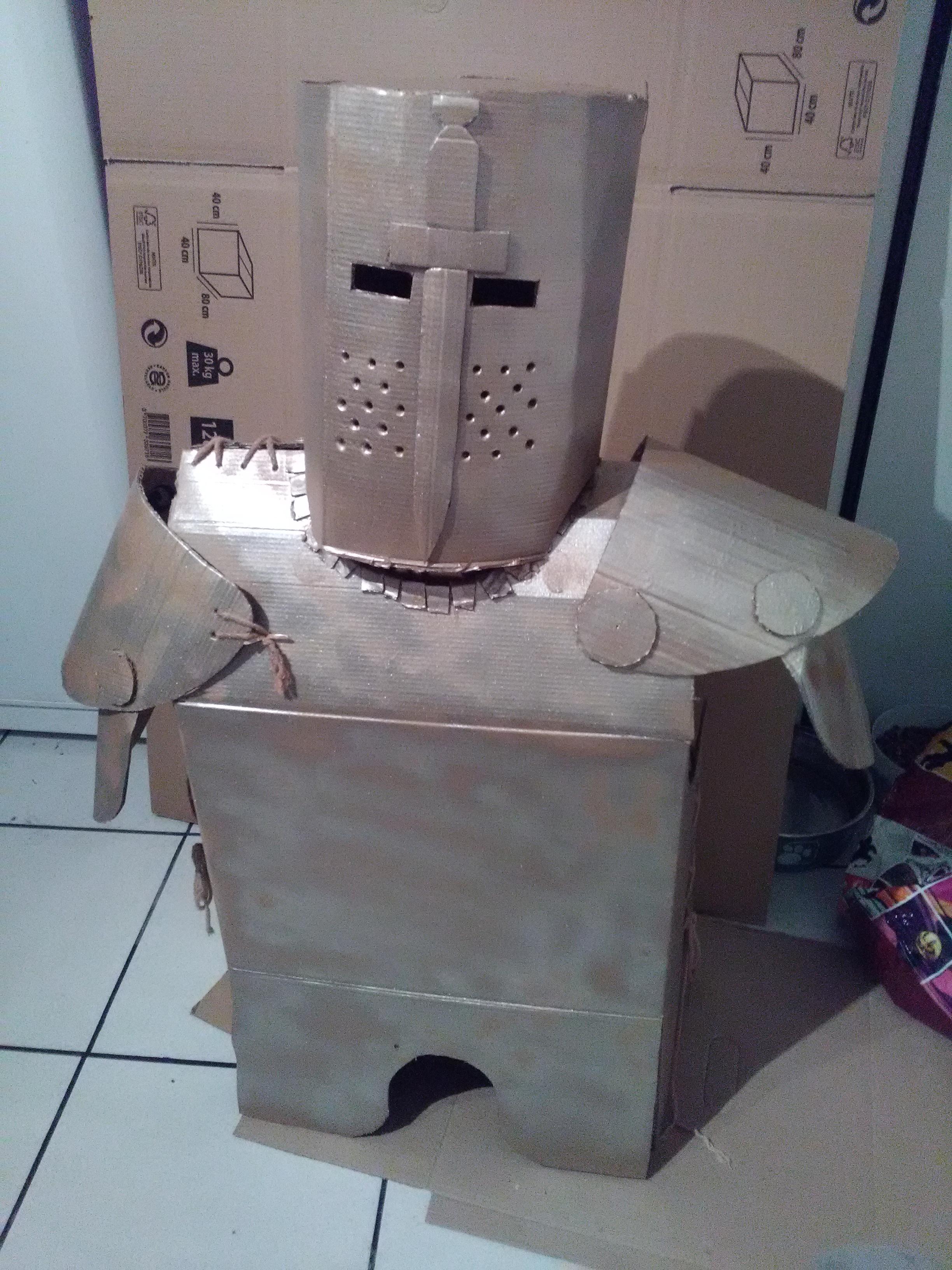 partie 1 faire une armure en carton de chevalier teutonique pour un d guisement d 39 enfant. Black Bedroom Furniture Sets. Home Design Ideas